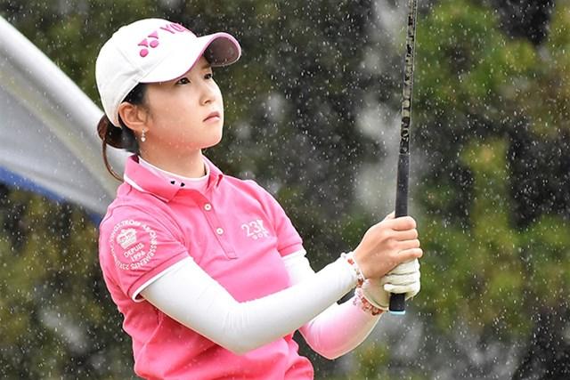 22歳の石田可南子はデビュー戦で首位発進した(大会提供)