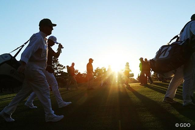 日が傾いたとき、18番ホールは左側から太陽に照らされるのでプレーヤーは眩しくない