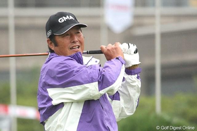 雨の中、ジャンボ尾崎も元気にプロアマ戦に出場。予選ラウンドは弟の健夫と同組に 撮影カメラ:Canon EOS-1D Mark Ⅲ