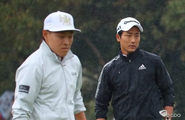 東北福祉大のOB対決が実現。竹安俊也(右)は先輩の藤本佳則に恐縮しつつもスコアを伸ばした