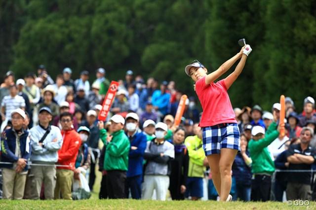 2017年 KKT杯バンテリンレディスオープン 2日目 上田桃子 豪快なショットを地元民に披露