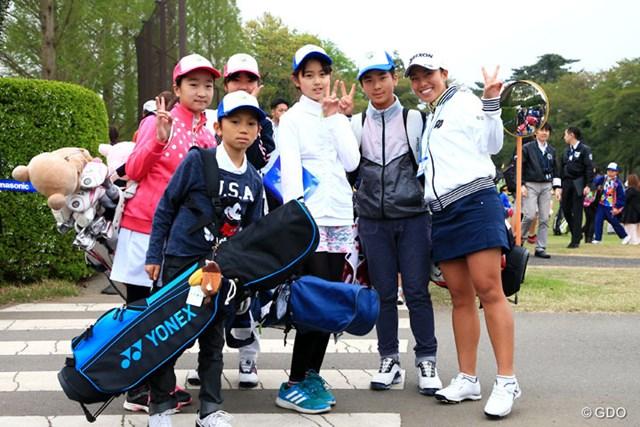 2017年 パナソニックオープンゴルフチャンピオンシップ 3日目 中山三奈 ジュニアレッスンの子供たちと記念撮影