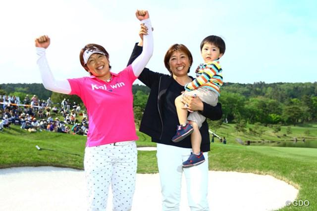 2017年 サイバーエージェント レディスゴルフトーナメント 事前 福嶋浩子・晃子姉妹 2016年大会は福嶋浩子(写真左)が制し、姉の晃子(同右)との姉妹ツアー制覇を果たした