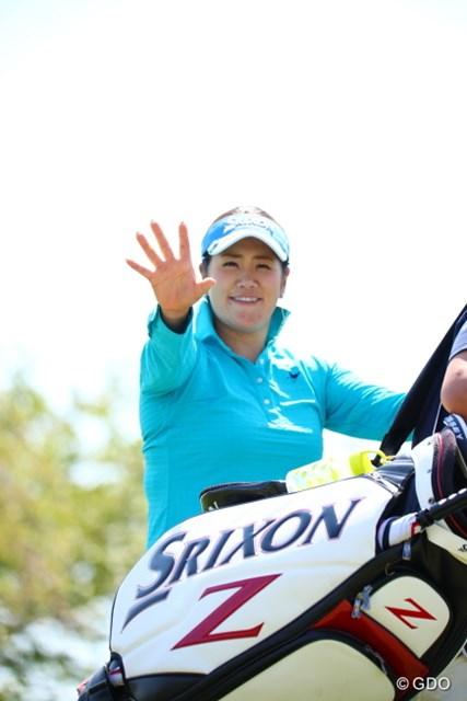 2017年 サイバーエージェント レディスゴルフトーナメント 初日 柳澤美冴 キャディバックがじゃまーる。