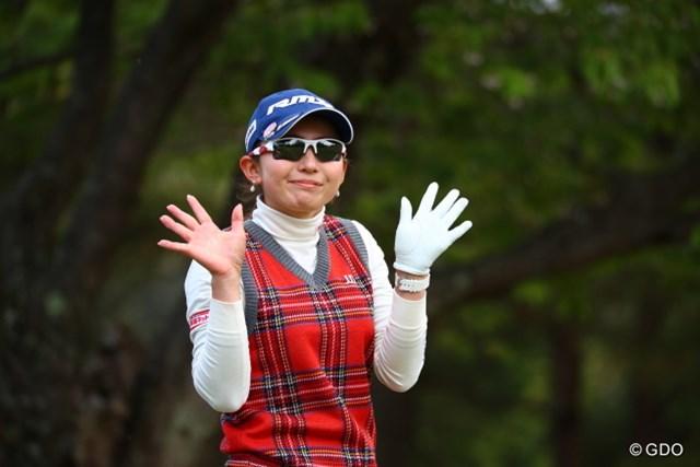 2017年 サイバーエージェント レディスゴルフトーナメント 初日 江澤亜弥 ボギったばかりなのにそんな事してくれてありがとう。
