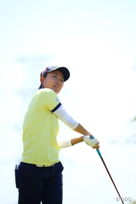 そうふうにやったら球は左に曲がっていきます。きっと。 2017年 サイバーエージェント レディスゴルフトーナメント 初日 前田陽子
