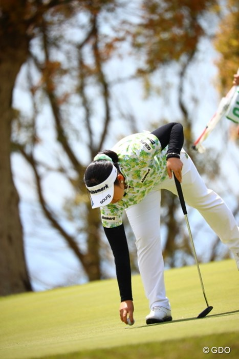 あ、こんなところに新しいボール落ちてる! 2017年 サイバーエージェント レディスゴルフトーナメント 初日 武尾咲希