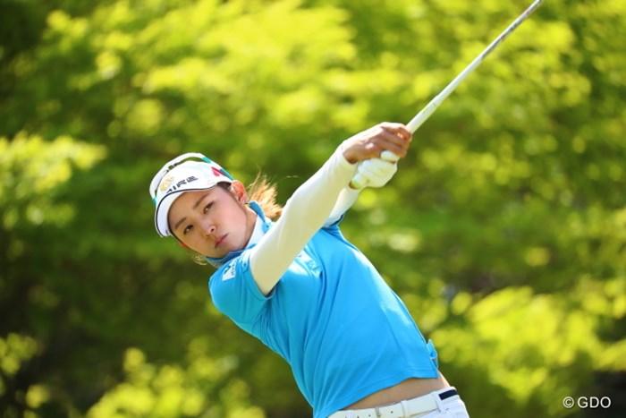 美人さんは涼しい顔でインパクトします。 2017年 サイバーエージェント レディスゴルフトーナメント 2日目 斉藤愛璃
