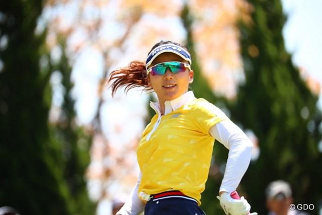 2017年 サイバーエージェント レディスゴルフトーナメント 2日目 有村智恵 打ち終わった後ルンルンのご様子。