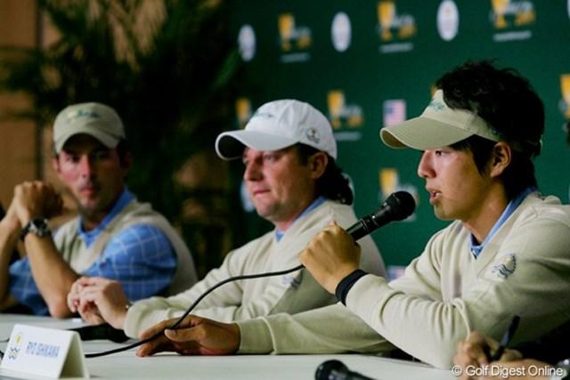 2009年 ザ・プレジデンツカップ2日目石川遼 ラウンド後の記者会見で質問に答える石川遼。堂々とした発言にチームメイトも一目置いている