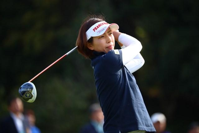 ママさんゴルファーが健闘中。強風を味方につけた佐藤靖子が86位から23位への急浮上を遂げた。