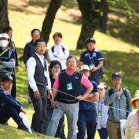 よく見るとタケ小山さんと上杉隆さん 2017年 サイバーエージェント レディスゴルフトーナメント 最終日 ギャラリー