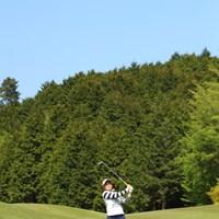 左足さがりのライから軽ーく上手に打つのね。 2017年 サイバーエージェント レディスゴルフトーナメント 最終日 藤崎莉歩