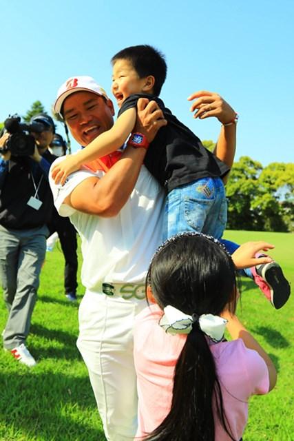 2017年 中日クラウンズ 最終日 宮里優作 パパに駆け寄る子供達