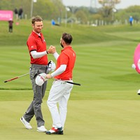 首位で決勝に進んだイングランドチーム(Andrew Redington/Getty Images) 2017年 ゴルフシックス 初日 クリス・ウッド アンディ・サリバン