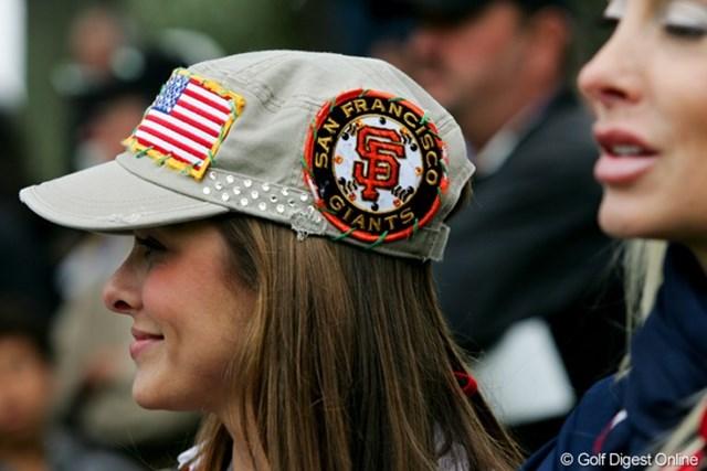 米国チームの奥さんたちがかぶっているおそろいの帽子は、SFジャイアンツのワッペンが付いていてオシャレ