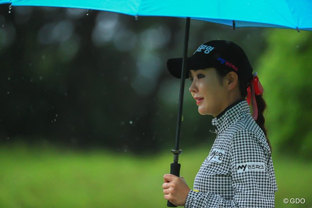 雨風に打たれながらも笑顔でプレーしたアン・シネ