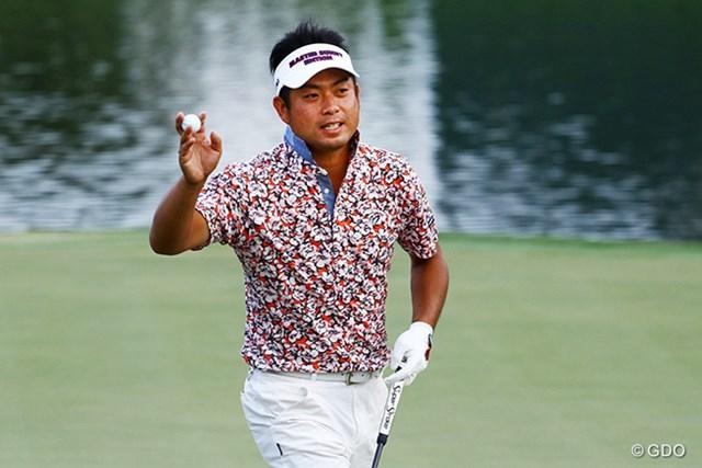 最終18番は長いパーパットを決めてフィニッシュ。池田勇太は首位に7打差で決勝へ