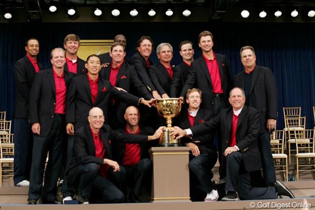 2009年 ザ・プレジデンツカップ 最終日 米国選抜 5ポイント差をつけて今大会6勝目を挙げた米国選抜。5戦全勝のタイガー・ウッズの強さが光った。