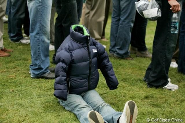 2009年 ザ・プレジデンツカップ最終日 ギャラリー とっても寒かった。「観たいけど、顔を出したくないよ~」