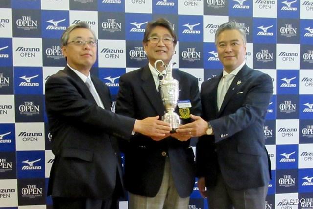 「ミズノオープン」は2018年から3年間、茨城県で開催へ。水野明人ミズノ社長(中央)が発表した