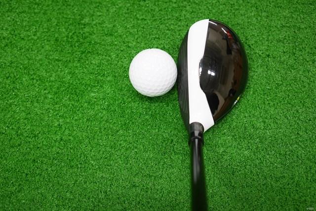 M2レスキューのクラウン部分はカーボンではなく、白い部分、黒い部分ともにステンレススチールとなっている。