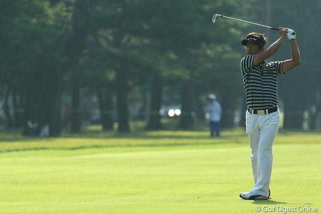 今季2勝の藤田寛之が3アンダーをキープし首位タイに浮上した