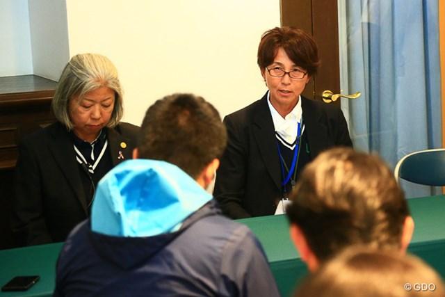 2017年 ヨネックスレディスゴルフトーナメント 初日 井上奈都子競技委員長 中止決定の経緯を説明した井上奈都子競技委員長