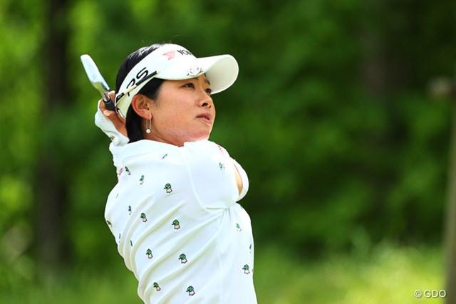 2017年 ヨネックスレディスゴルフトーナメント 最終日 森田理香子 たくさんのギャラリーの中でプレーする彼女。やはり違和感がない