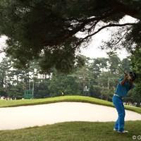 「テークバックで木に当たらないかなぁ。大丈夫かなぁ」 2009年 日本オープンゴルフ選手権競技 3日目 石川遼 13番サードショット