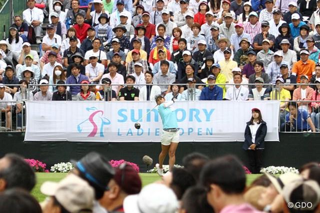 2017年 サントリーレディスオープンゴルフトーナメント 最終日 宮里藍 大会最後の出場となる宮里藍。大勢のギャラリーが見守る中をティオフした