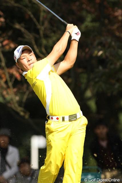 2009年 日本オープンゴルフ選手権競技 最終日 藤本佳則 同組・片山晋呉と同じメーカーのウエアで対抗?したアマチュアの藤本佳則。ベストアマに輝いた