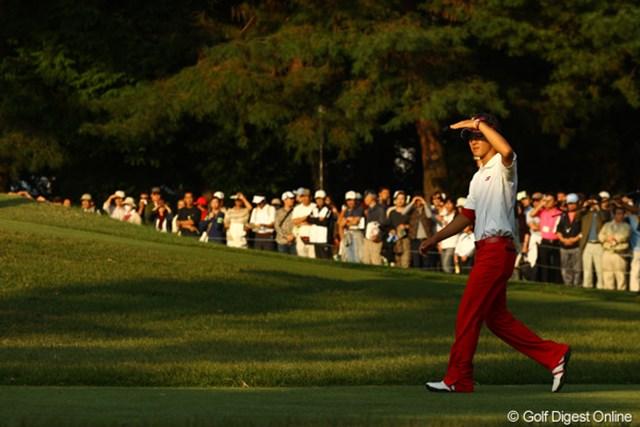 2009年 日本オープンゴルフ選手権競技 最終日 石川遼17番ホール 「スコアボードっと。やばい・・・小田さん6アンダーで上がってる・・・絶対バーディーとらなきゃ」