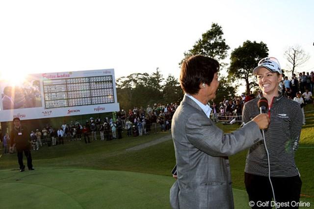 2009年 富士通レディース最終日 ニッキー・キャンベル 4ラウンドに渡るプレーオフを終え、陽も落ちようとしていた