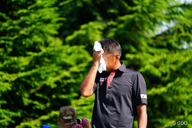2017年 長嶋茂雄招待セガサミーカップ 3日目 岩田寛 このタオルに細工しておいたら鉄拳みたくなるのになぁ。