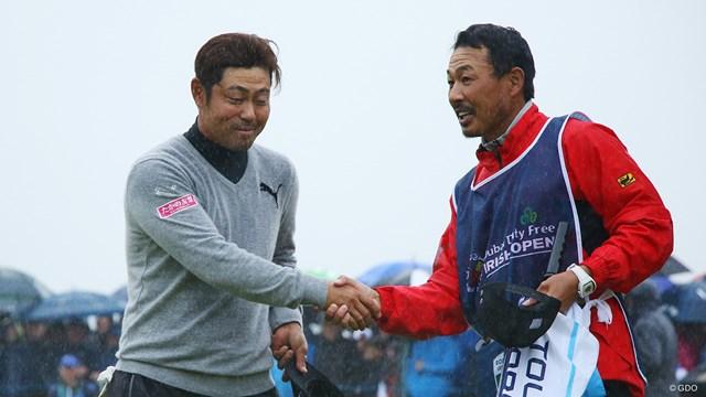 谷原秀人(左)とキャディを務めた谷口拓也は東北福祉大時代の1年違いの先輩後輩だ