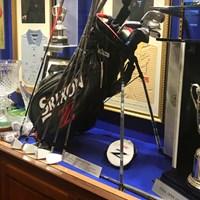 小さなクラブハウスの一角に、グレーム・マクドウェルが手にした全米オープンの優勝カップがあった 2017年 ドバイデューティーフリー アイルランドオープンbyロリーファウンデーション ラスモアGC