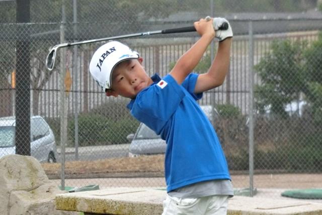 男子6歳以下の部で初日3オーバーとして首位発進を決めた須藤樹 ※画像提供:国際ジュニアゴルフ育成協会
