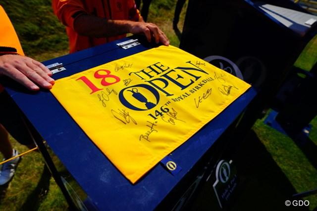 2017年 全英オープン 事前 フラッグ フラッグには選手らのサイン