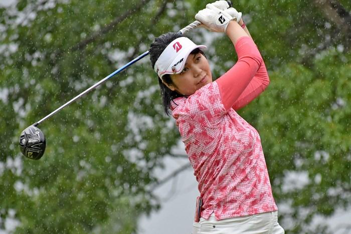首位発進を決めた金井智子は2009年にステップアップ1勝の実績を持つ ※大会提供写真 2017年 カストロールレディース 初日 金井智子