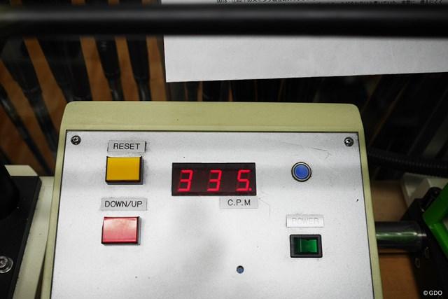 専用カーボンシャフト、PADERSON KINETXの20。メーカー側はR相当と表記しているが、振動数は335cpmとしっかり目だ