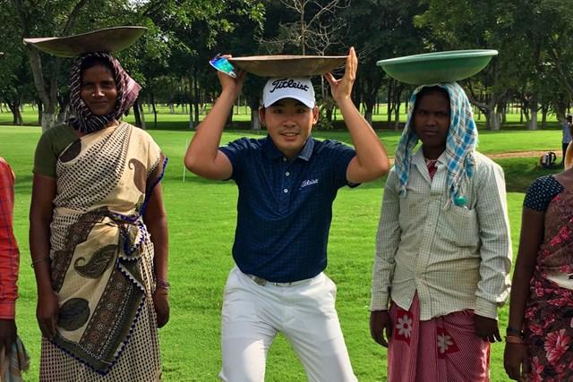 今週はインドでのアジアンツアーに出場します!コース管理の皆さんと!