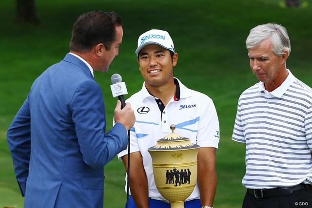 優勝カップを手に松山英樹は笑顔を見せた