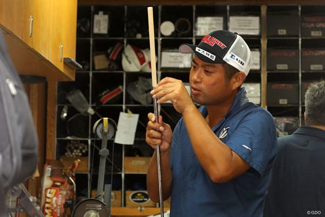 2017年 全米プロゴルフ選手権 事前 池田勇太 メジャー会場のツアーバンで自らクラブを調整する池田勇太