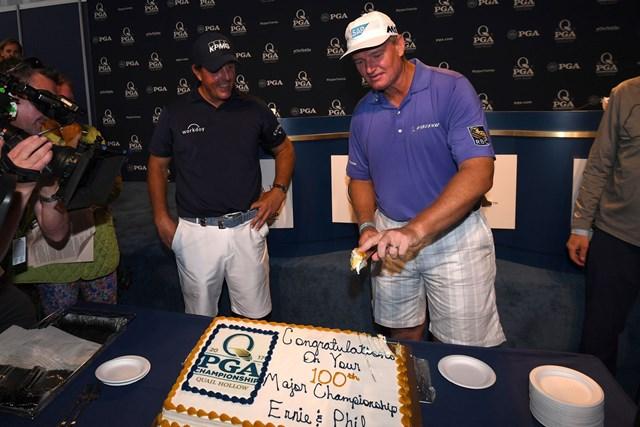 2017年 全米プロゴルフ選手権 事前 フィル・ミケルソン アーニー・エルス 今大会がメジャー出場100試合目となるミケルソンとエルス(Ross Kinnaird/Getty Images)