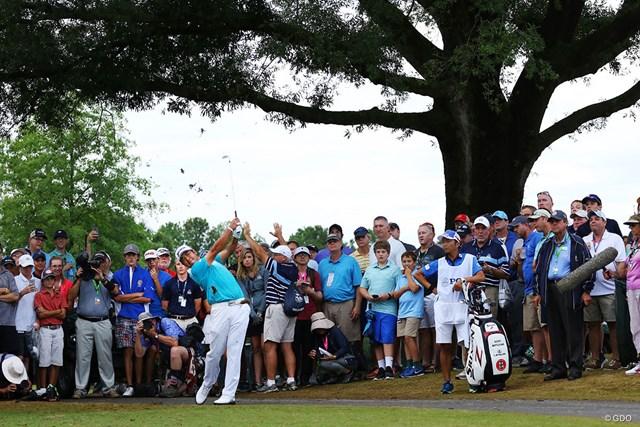 2017年 全米プロゴルフ選手権 2日目 松山英樹 ティショットを右に曲げた16番。松山英樹はドロップ後に第2打を放った