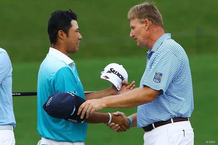 松山英樹が暫定首位でメジャーの週末へ。同組のエルスに健闘をたたえられた 2017年 全米プロゴルフ選手権 2日目 松山英樹 アーニー・エルス