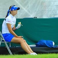 疲れたら椅子に座ってバナナね。 2017年 NEC軽井沢72ゴルフトーナメント 最終日 キム・ハヌル