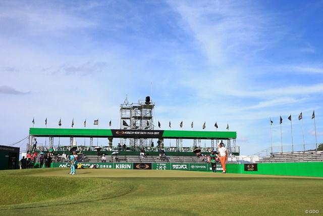2017年 RIZAP KBCオーガスタゴルフトーナメント 初日 18番グリーン スタンド、週末には埋まるかな