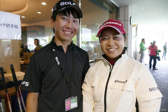 武尾咲希と弟でキャディを務める将希さん。大学で社会の先生を目指しているそう 2017年 ゴルフ5レディス プロゴルフトーナメント 事前 武尾咲希 武尾将希